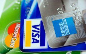 חיים ללא כרטיס אשראי - תמונה של שלשת כרטיסי אשראי מובילים