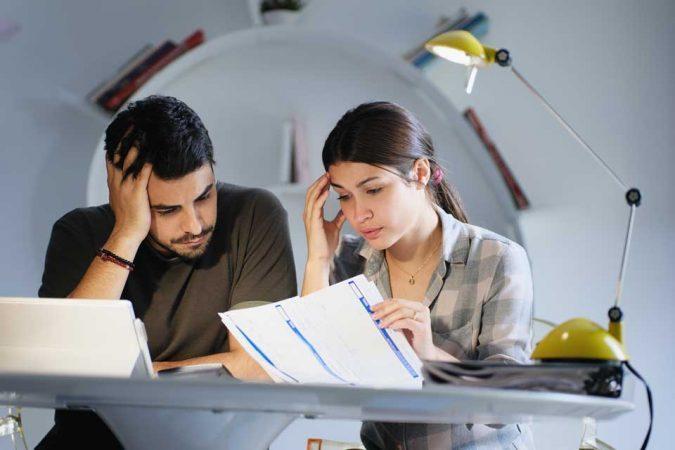 ייעוץ לכלכלת המשפחה - זוג בייעוץ ליציאה מהמינוס
