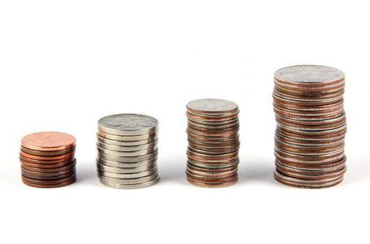 הלוואה לסגירת המינוס - תמונה של מטבעות בערימה